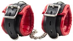 Черно-красные наручники с заклепками