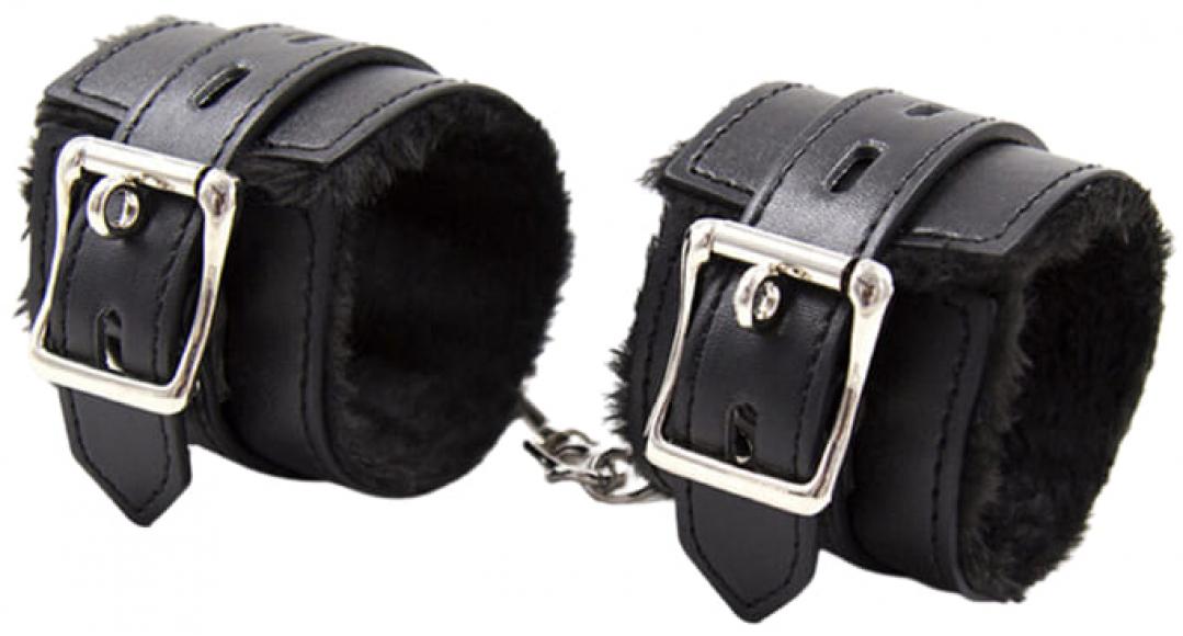 Черные наручники с мехом