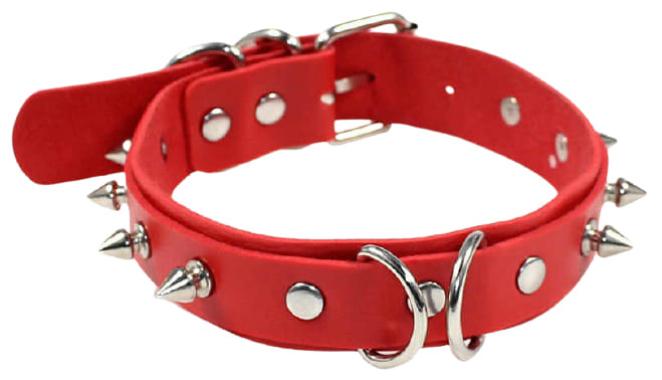 Красный ошейник с шипами и кольцами